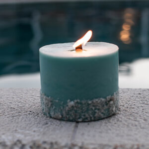Candle with wood wicks and black stones