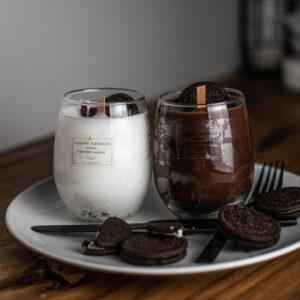 Σετ 2 κεριών Authentic Chocolate mix με αρωμα σοκολάτα φουντουκιού, το ένα σε λευκό και το άλλο σε καφέ χρώμα