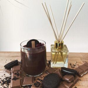 σετ με κερί από. σοκολάτα και διακόσμηση από μπισκότα και σοκολάτα και αρωματικό χώρου vanilla cream